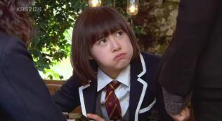 Geum Jan Di eating