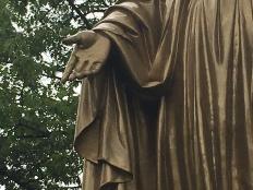 statue right hand